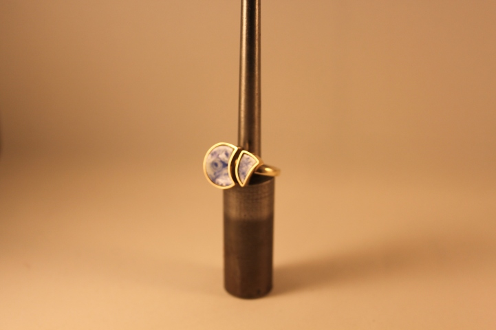 Geschirr-Ring, Au333/- mit Porzellan-Scherben